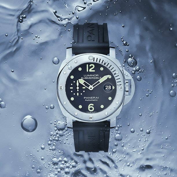 """Panerai Jumps on the Internet Bandwagon with It's First """"E-Commerce Micro-Edition"""" Luminor Submersible"""